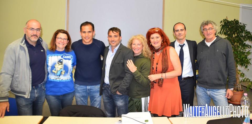 """""""L'Italia mi ha dato tanto, è anche il mio Paese"""". Cristian Ledesma conquista gli studenti dell'Ilaria Alpi"""
